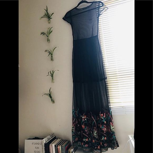 NWT Boohoo Maxi fine mesh dress with embroidery